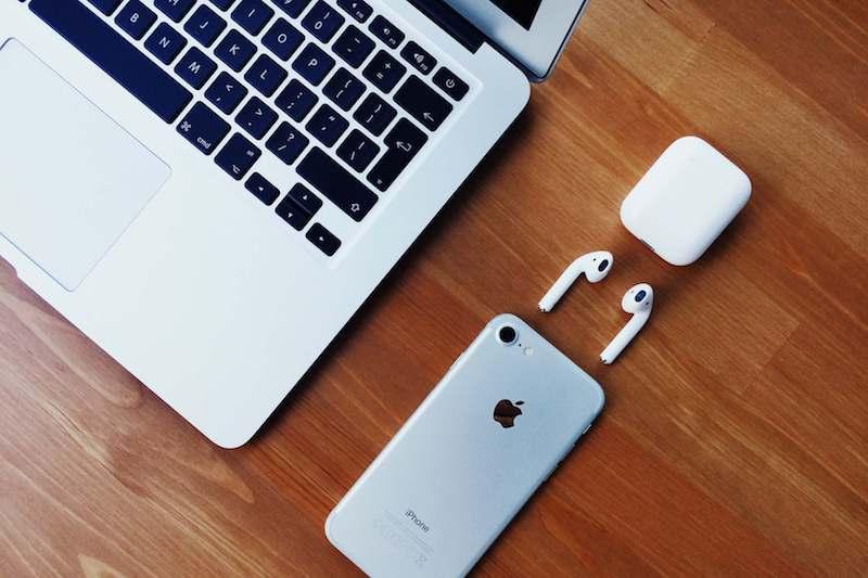 airpods macbook iphone