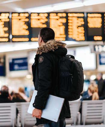 flughafen terminal wartezeit