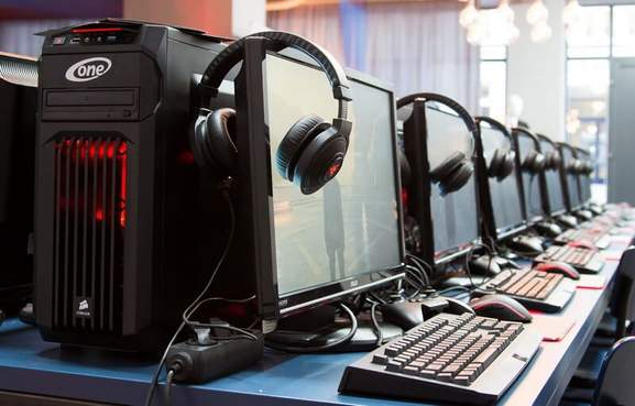 ONE.de Gaming Headsets Monitore Tastaturen
