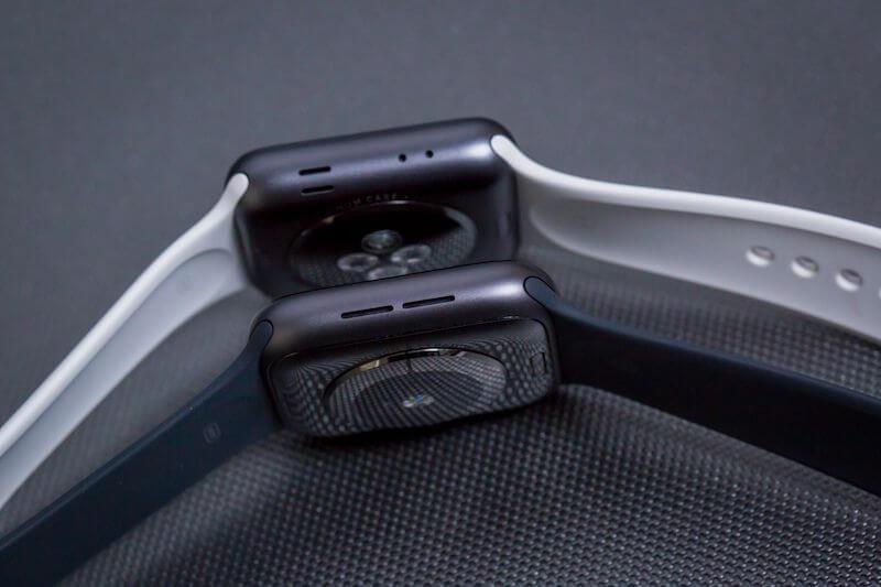 die rückseite der apple watch 4 in zwei verschiedenen varianten