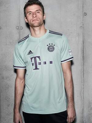 Sports Direct Fußballtrikot FCB
