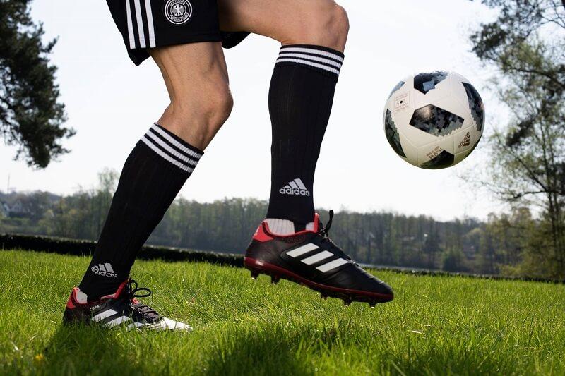 Karstadt Sports Fußballschuhe und Socken adidas