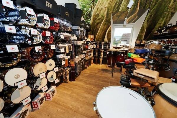 Thomann Store mit Schlagzeugen