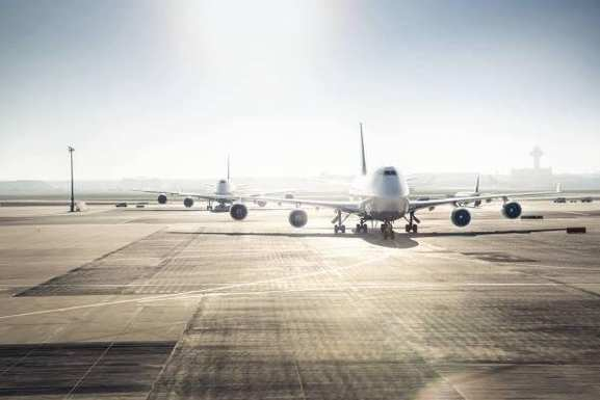 Lufthansa Flugzeuge am Flughafen