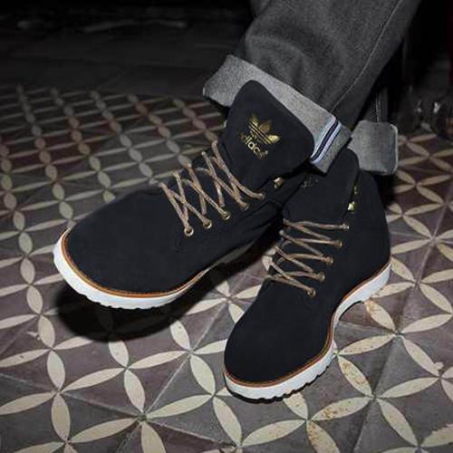 Adidas navvy boots - Das Original  - black edition  statt 129,95€   @ hive-outdoor.com