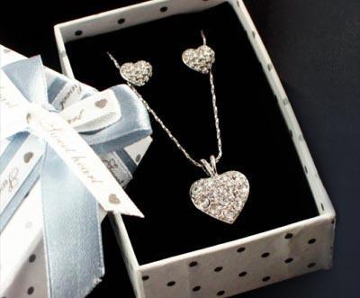 """Halskette  und 1 Paar Ohrringe mit Weißgold plattiert  (BEIDES mit Swarovski-Elements-Kristallen) von """"Sunshine Diamonds"""" für 19,95€ (inklusive Versand)"""