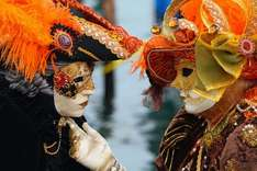 Reise: Langes Karneval-Wochenende in Venedig (Flug, Transfer, 3 Nächte Hotel) ab mehreren Flughäfen ab 218,- €
