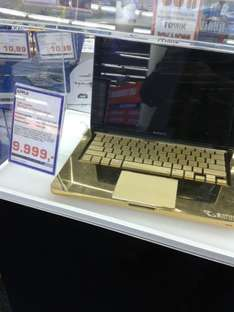 Apple MacBook, 24k vergoldet @ Saturn @ Köln für fast 9999,- €
