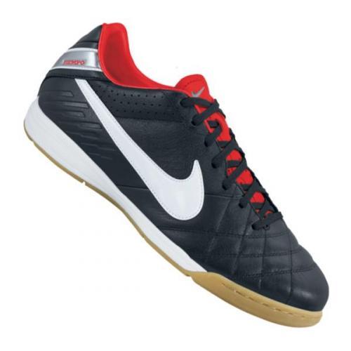 Nike Hallenschuh Tiempo Mystic aus Leder bei 11teamsports.de für 37,95 € - knapp 50% Rabatt
