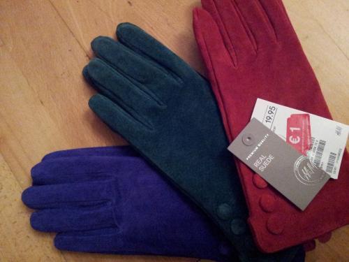 @ H&M Trier:Echt Wildlederhandschuhe in verschiedenen Farben für 1,- EUR