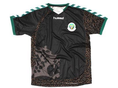 Kultiges Hummel Sansibar-Fußballtrikot, passend zum Afrika-Cup