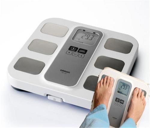Omron BF 400 digitale Waage mit Körperfettmessung und BMI-Anzeige für 19,95€ frei Haus