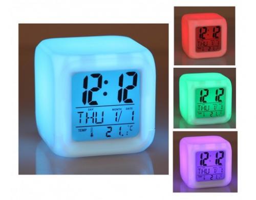 LED Wecker Cube mit 7 Farben und LCD 2 Versionen 8,99 Euro