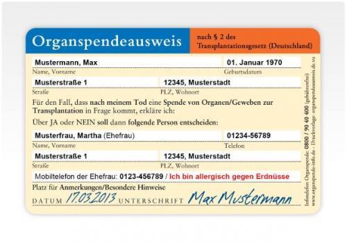 Organspendeausweis als Plastikkarte im Scheckkartenformat auf der dm-Geschenkkarte