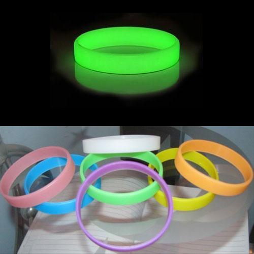 (CN) phosphoreszierendes Armband in verschiedenen Farben für je rund 1€ @ Ebay