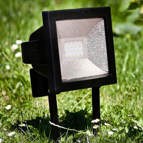 LED-Strahler , IP 44; 18 helle LEDs, 720 Lumen , 3 Jahre Garantie  ALDI Nord ab 18.04.13