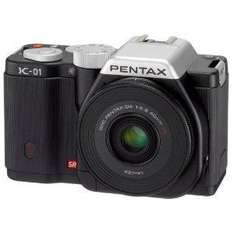 Pentax K-01 Systemkamera in schwarz mit 40mm Objektiv bei amazon.co.uk