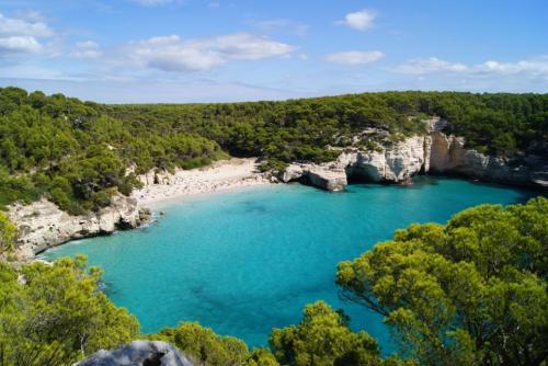 11 Tage Menorca inkl. Zug zum Flug für 196€