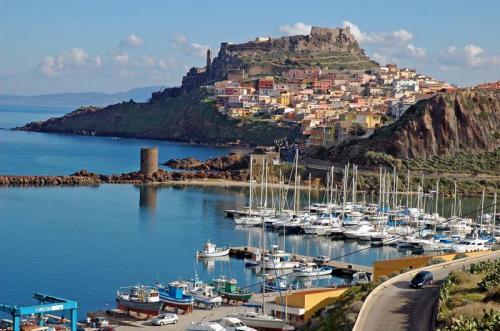 4 Tage Sardinien für 5 Personen im Juni: Apartment, Auto und Flug: 82,63€ p.P.
