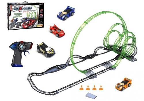 (Spielzeug) 82397 Silverlit 3D X-Trek ferngesteuert Infrarot Rennwagen mit ca. 12,9m Schienensystem