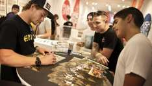 Redbull Sticker und Autogrammkarte Kostenlos