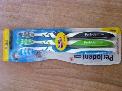 [Rossmann] 2 + 1 Perlodent Zahnbürsten für 0,69€