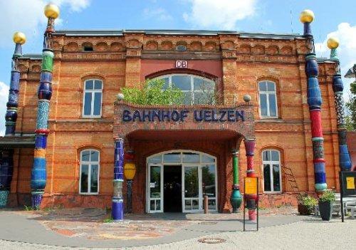 Kostenlose Führung im Hundertwasser-Bahnhof Uelzen für ADAC Mitglieder