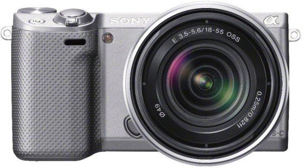 Sony NEX-5RKS Systemkamera mit SEL 18-55mm Zoom-Objektiv in silber für 416,55 bei Amazon.de
