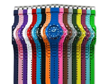 Bunte Uhren 50% günstiger  3,99€ bei MeinPaket