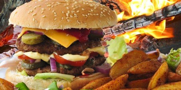 Riesen Mexican Buffalo Burger mit Pommes oder Western Potatoes inkl. Cocktail für nur 9,90 € (Neukunde 7,40 €)statt 16,80 € im Hacienda in Stuttgart