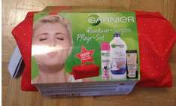 [Müller Drogeriemarkt] Geschenktipp: Garnier Pflegeset mit Kosmetiktasche