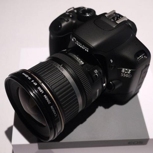 Canon EOS 550D mit Objektiv EF-S 18-55 mm IS + 55-250 mm IS für 819€