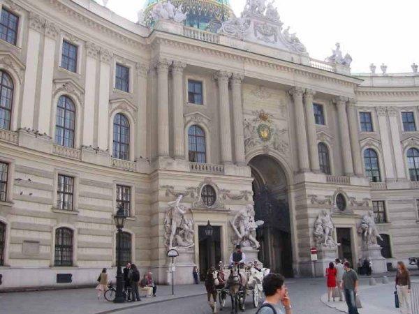 Reise: Langes Wochenende in Wien 4 Tage ab diversen deutschen Airports (Flug, Transfer, 4* Hotel) 154,- € p.P. (März)