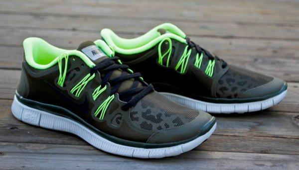 Nike Free (5.0+ Shield u.a. Damen/Herren) in vielen Farben und Größen @ Runners Point