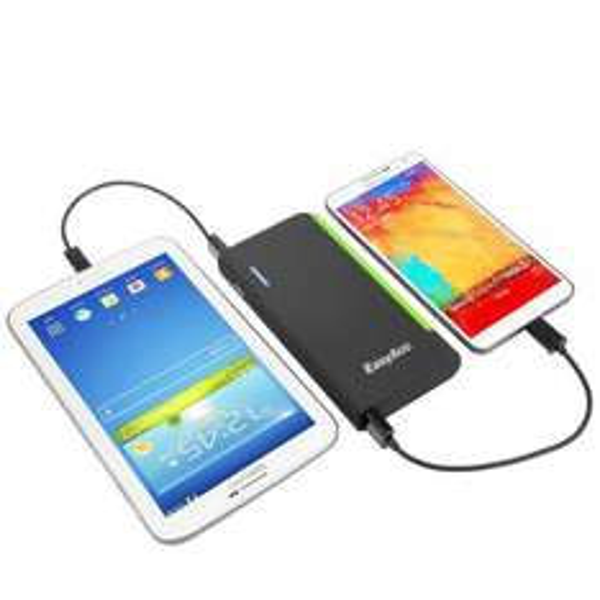 EasyAcc® 15600mAh Powerbank für 29,99 €;  EasyAcc® 9000mAh Powerbank Bumblebee für 22,99€