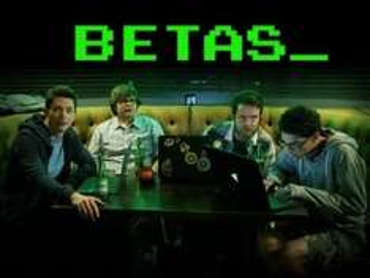 "[amazon.de] Folgen 1-3 der Serien ""Betas"" & ""Alpha House"" gratis"