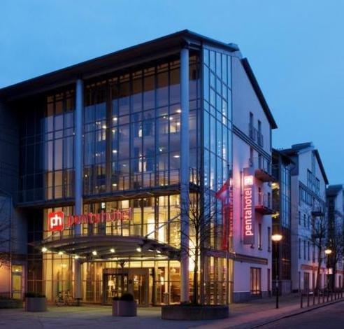 Hotel: Zimmer im 4**** pentahotel Rostock  (Ostsee) in den Sommerferien für 52,- pro Nacht (26,- p.P.) & im September sogar nur 47,- (23,50 p.P.)