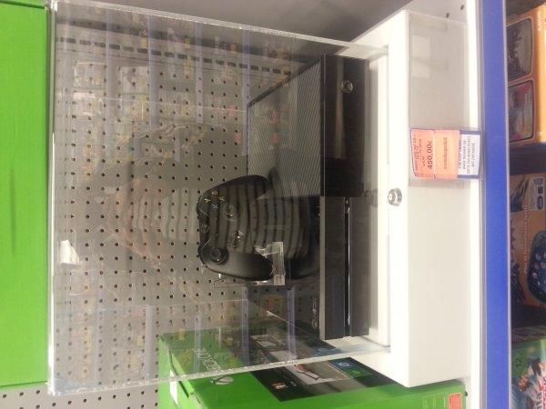 [Lokal Berlin] Toysrus Steglitz, SSC (das Center mit Primark) Xbox One Fifa 14 Bundle als Austeller