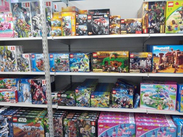 [lokal Metro Neuss] LEGO Sets (Star Wars, City, Chima, uvm.) teilweise bis 50% reduziert