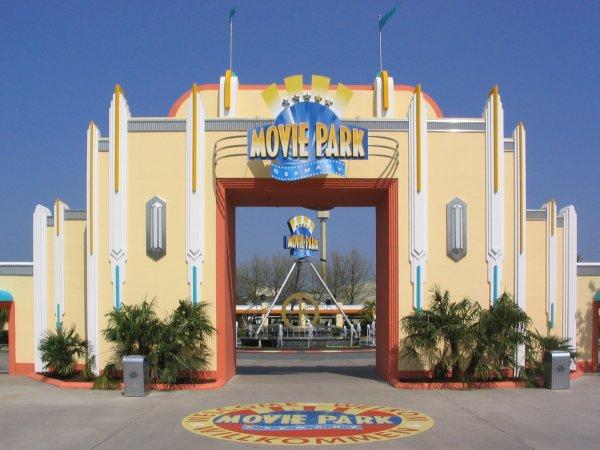 Eintrittskarte für 2 Tage Movie Park mit Übernachtung 94 Euro PP.