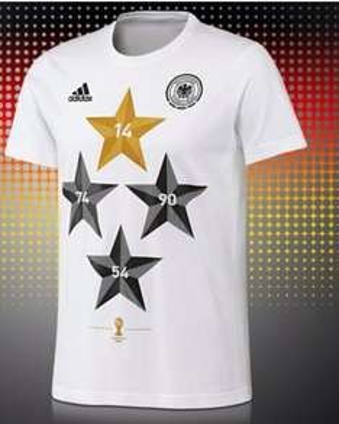 Groupon Offizielles adidas Fußball Weltmeister T-Shirt mit den 4 deutschen Sternen inkl. Kapitänsbinde oder Miniball