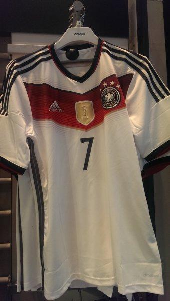 [Lokal London] Deutschland WM Trikot 4 Sterne im Shopping Center Westfield