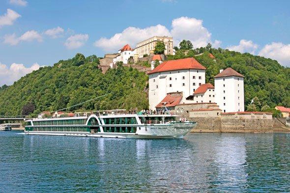 8 Nächte Donau-Flusskreuzfahrt mit einem neuen 5*-Schiff von Lüftner Cruises für ab 549,00 Euro p.P. statt  ab mind. 1.071,00 Euro p.P.