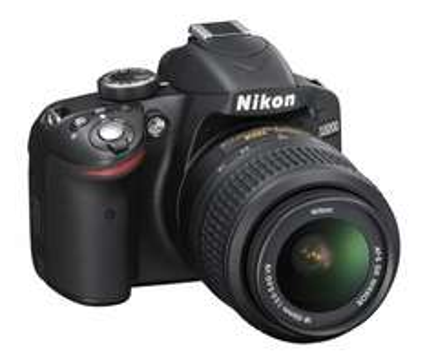 Nikon D 3200 + Objektiv (18-55mm) inkl. Nikon Tasche @ Expert (lokal HDH + online!)