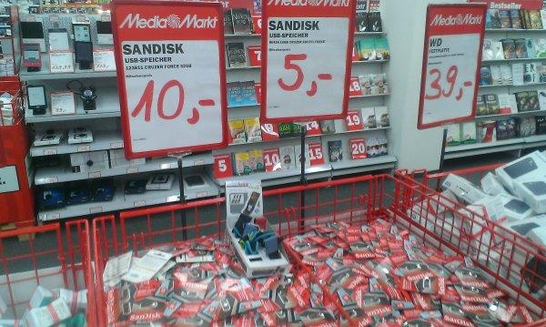 [Lokal] MediaMarkt Dorsten - SanDisk Cruzer Force 16 GB für 5€ und 32 GB für 10€