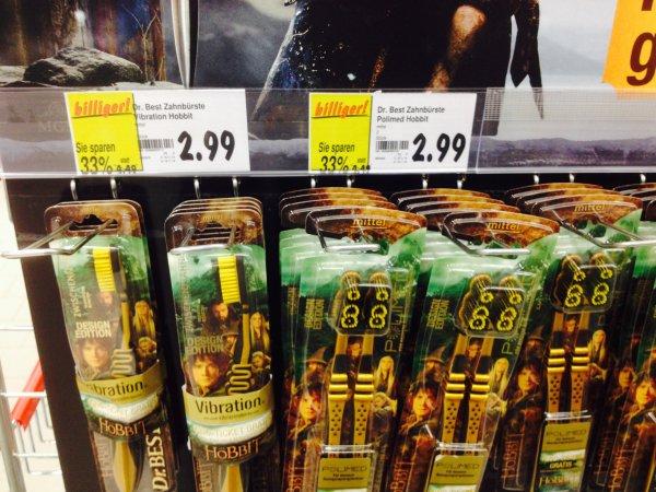 (LOKAL @ Kaufland Dortmund) NUR NOCH 5,98 (anstatt bisher 8,98 Euro) 1 x Kinokarte für Der Hobbit 3. Teil (auch 3D) durch 2 x Dr. Best Zahnbürsten
