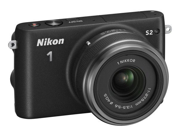 Nikon 1 S2 Systemkamera (14 Megapixel, 7,5 cm (3 Zoll) LCD-Display, Wi-Fi-fähig, USB, HDMI, Full-HD-Videofunktion) Kit inkl. 1 Nikkor 11-27,5mm Objektiv schwarz für 289,83€ @Amazon.it
