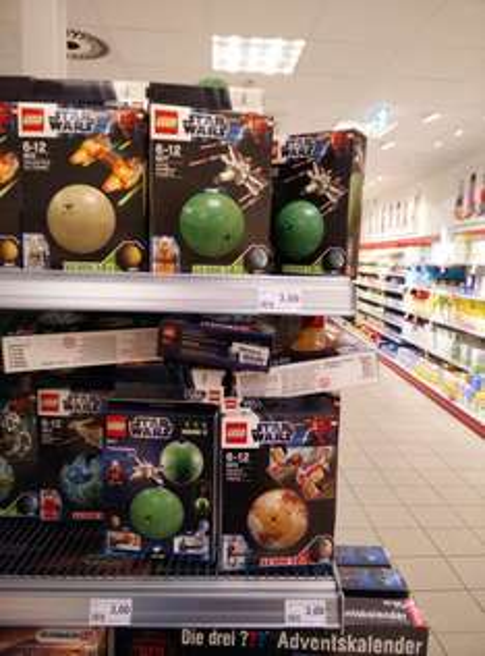 (Lokal Wuppertal) Rossmann Elberfeld LEGO Star Wars MiniSets Planet+Fahrzeug 3 €