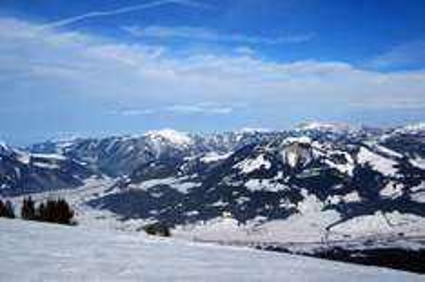 (Lokal München) Tagesausflug nach St. Johann in Tirol inkl. Skipass, Busfahrt und Frühstück am 13. Dezember