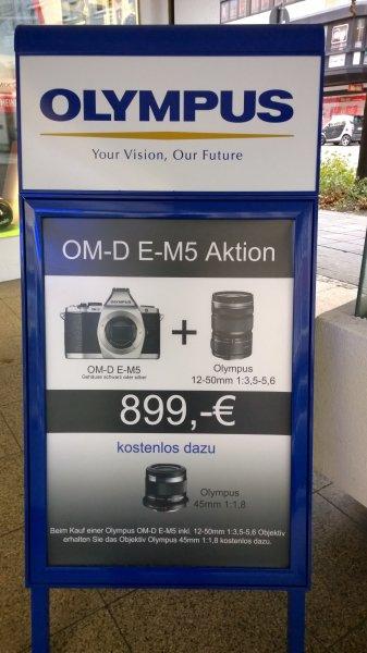 Fotomax.de - Olympus OM-D E-M5 schwarz oder silber inkl. 12-50 mm + 45 mm 1:1,8 für 899€